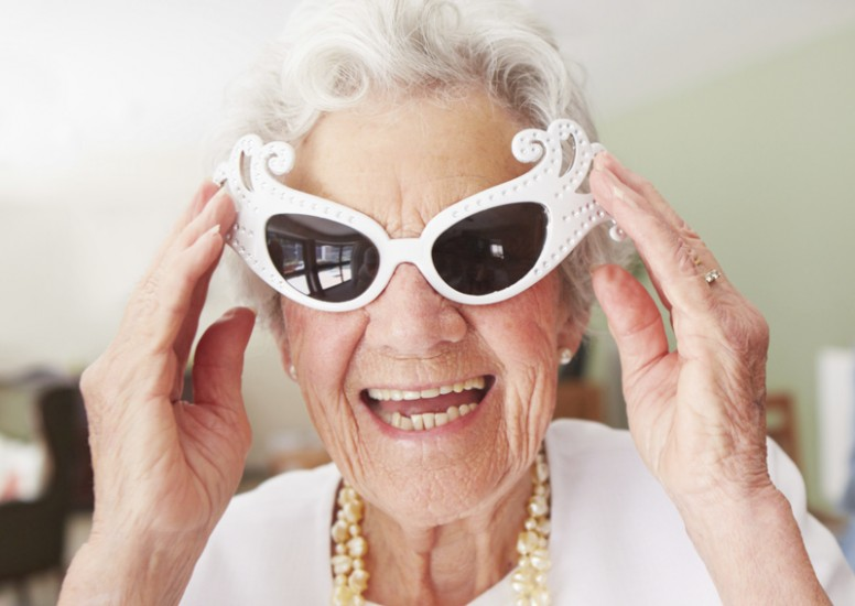 Old_woman_Smiling_Glasses