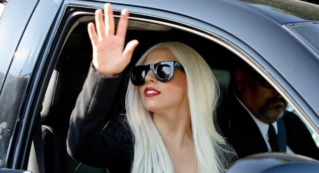lady-gaga-waves-goodbye-03