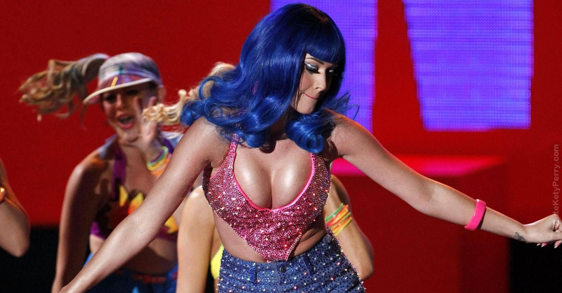 Katy_Perry_Enormous_Boobs_Overshadow_2010_MTV_Movie_Awards_JYJ3ZZ
