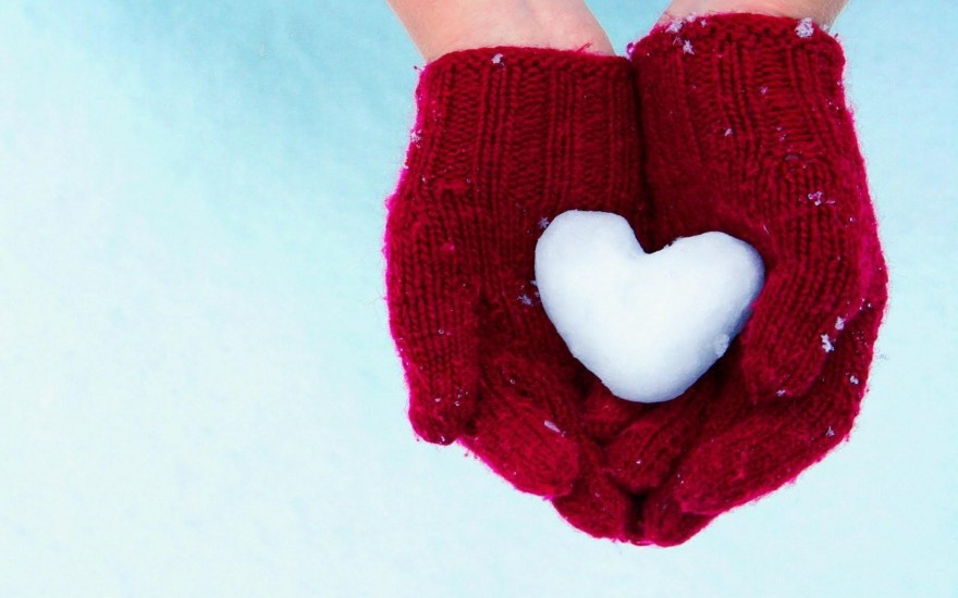 Ice-heart-in-red-hands