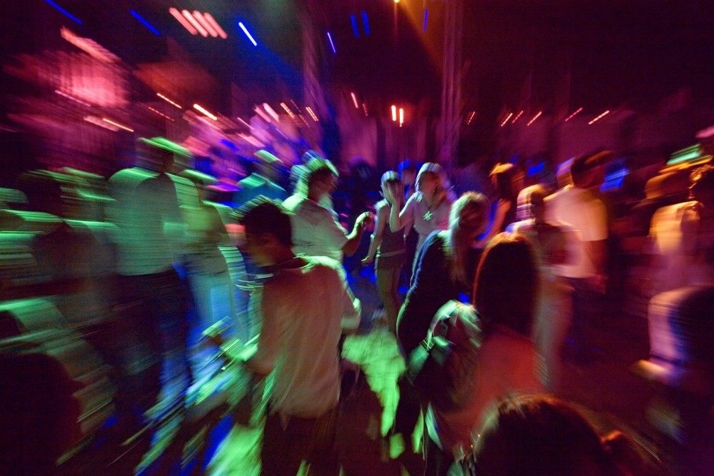 B875KM clubbers dancing at a party