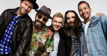 Backstreet-Boys-Dont-Go-Breaking-My-Heart-2018-e1526399184944(1)