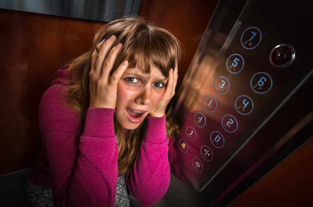 Cosas que piensas cuando te quedas encerrada en un ascensor