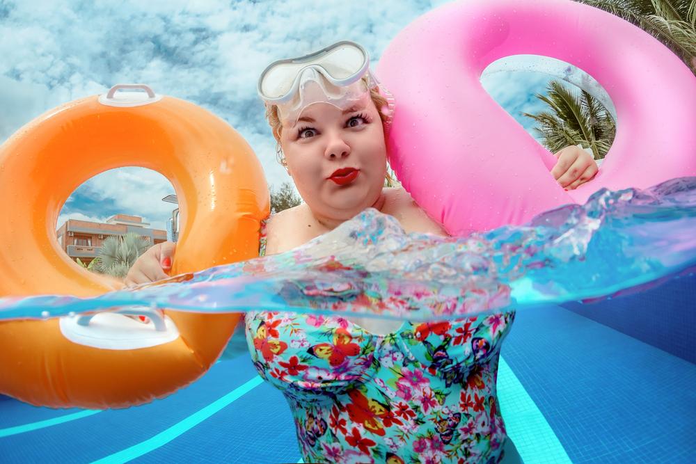 Tinder sorpresa: cuando eres gorda y te propone que la primera cita sea en una piscina